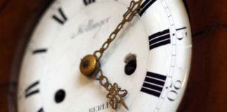 Jak dopasować zegar ścienny do pomieszczenia