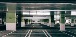 Bezpieczeństwo w ciasnych przesmykach na parkingach